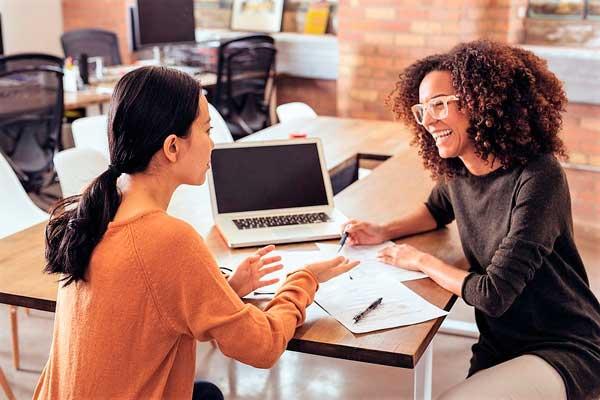 conversa entre cliente e vendedor